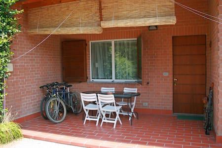 Casa con giardino tra Milano e Como - Carate Brianza