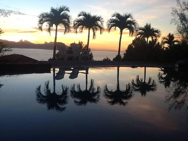 Tahiti Panorama, Ocean and Moorea amazing view