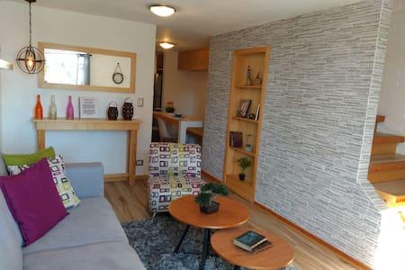 Casa sola con excelente ubicación.