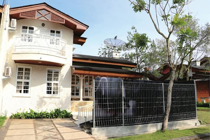 Villa minimalis ciloto puncak