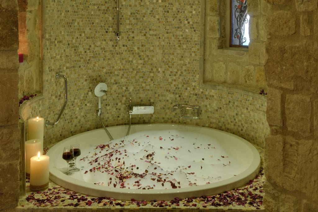 Gaudi Splendid Suite Bathroom
