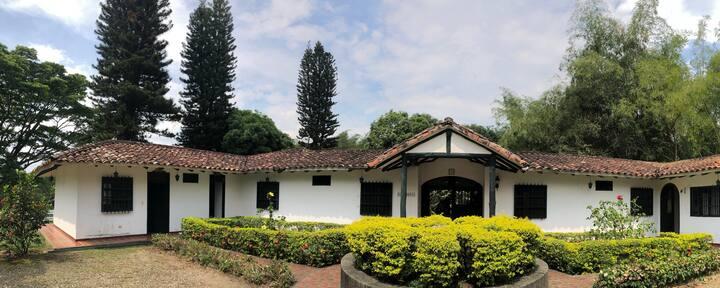 Hacienda Colonial Con Piscina a 30 mins de Cali