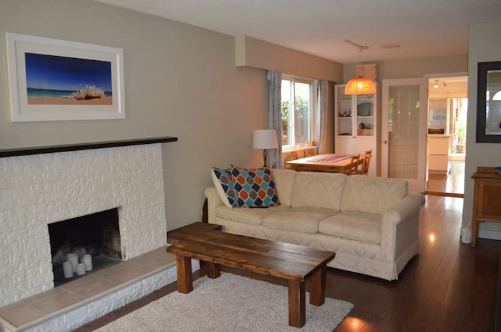 Central and Spacious 2 bdrm in Trendy Mt Pleasant - Vancouver - House