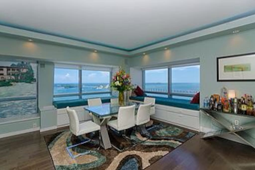 Dining room with breathtaking views!