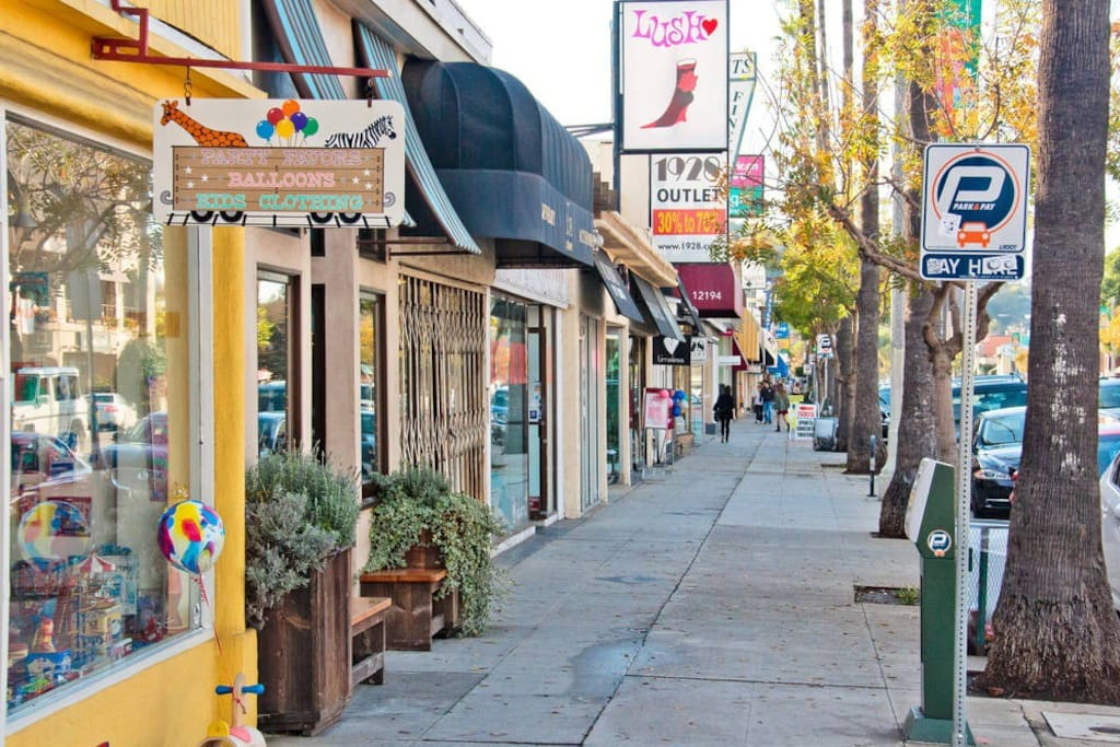 Walk away from Ventura blvd , featuring delicious resteraunts, bars and shopping!