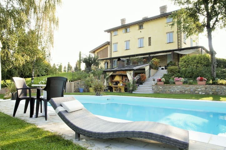 Country life in a Charming B&B - Castelvetro di Modena - Bed & Breakfast