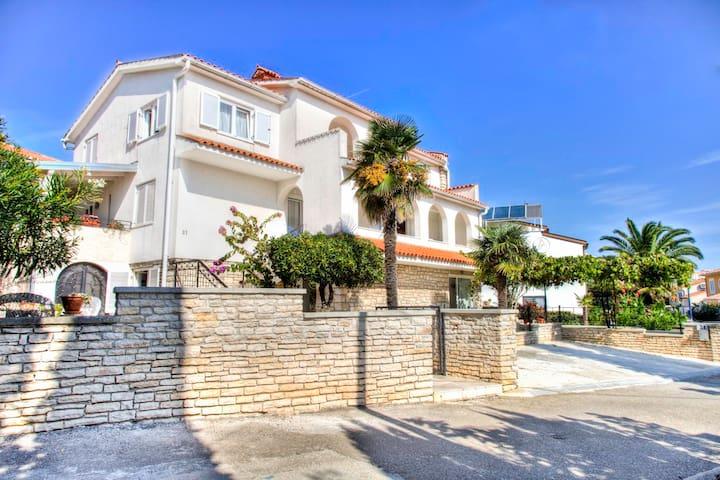 4+1 apartment with a sea view - Premantura - Huoneisto