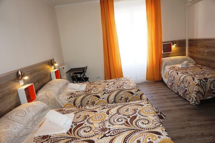 SINGLE BED IN 4 BEDS MIXED DORM WITH SHARED BATHROOM/CAMA EN HABITACION COMPARTIDA MIXTA DE 4 CON BAÑO COMPARTIDO