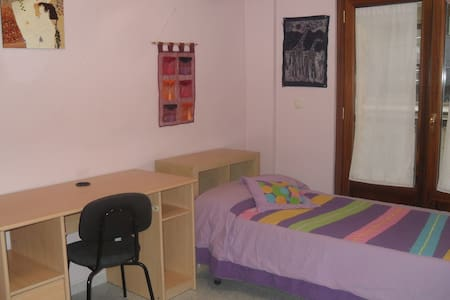 Single room in a very central flat