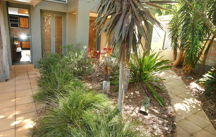 Spacious studio near Austi beach - Austinmer - Flat