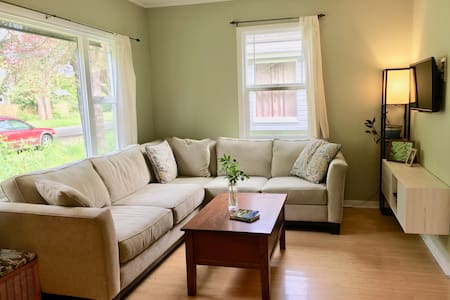 Eastside 2br Home - Walk to Park, Pub or Grocery