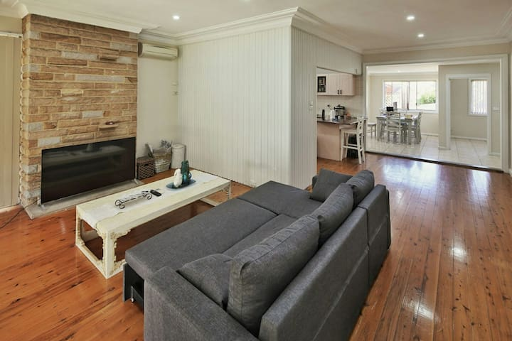 Renovated House in Roselands Centre nr Hurstville - Roselands - Huis