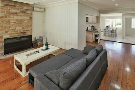 Renovated House in Roselands Centre nr Hurstville - Roselands - Hus