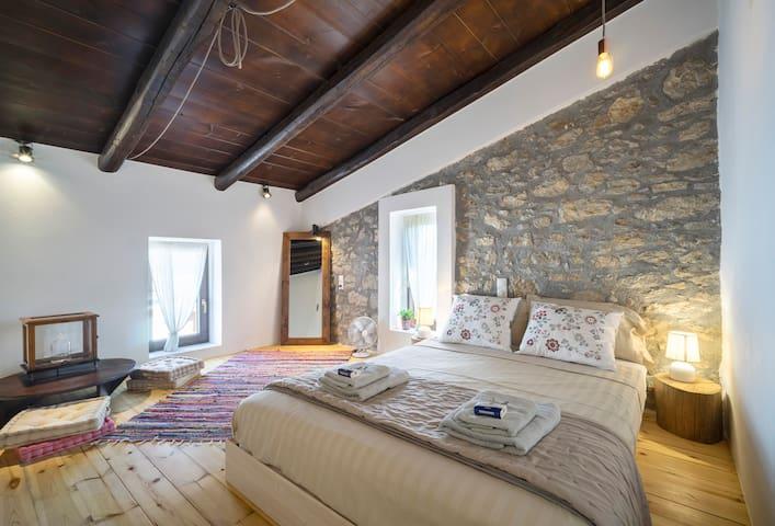 Comfy rural loft retreat