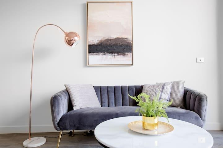 Designer Warm Home@MooneePonds+Parking/WIFI