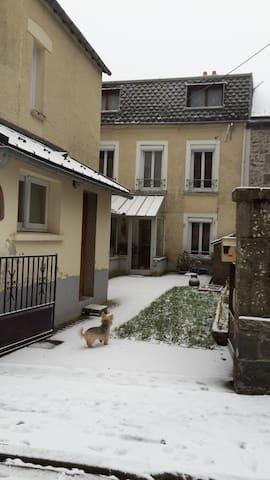 chambre à louer chez l'habitant - Le Mont-Dore - Haus