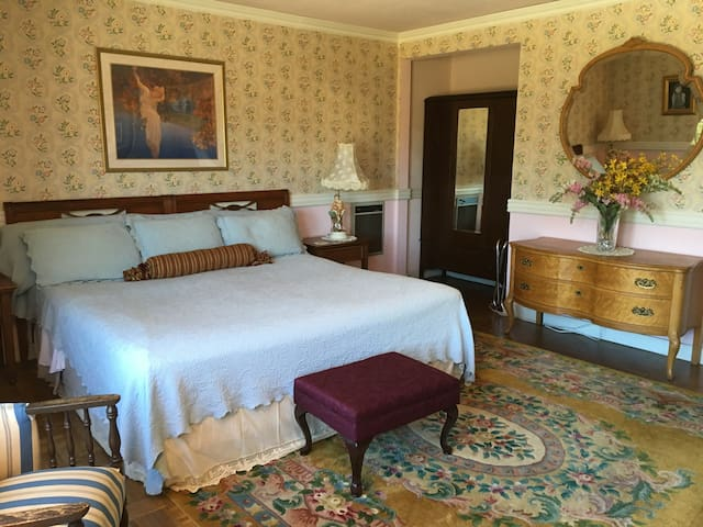 Mary Pickford Room Cambria near Hearst Castle