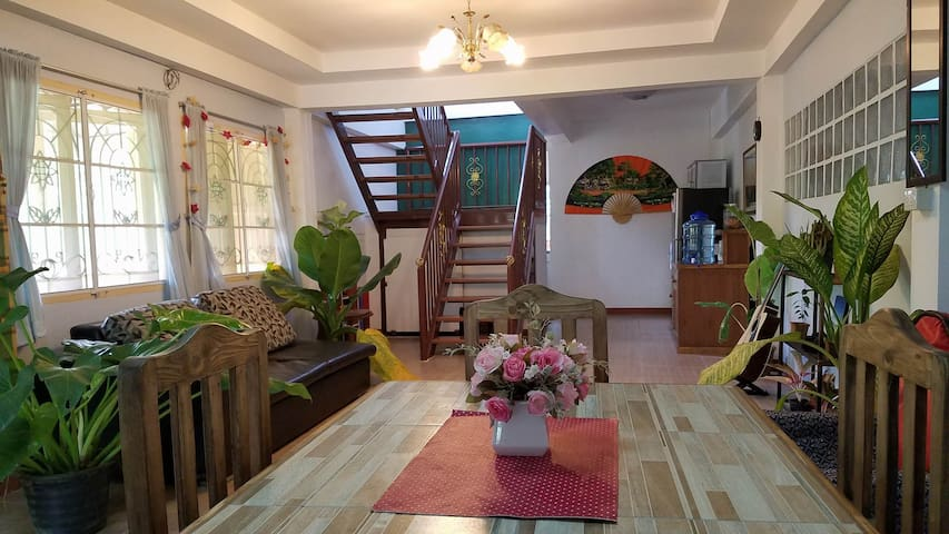 Private room + bath in beautiful home n. old city - Chiang Mai - Casa