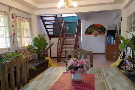 Private room in beautiful modern home n. old city - Chiang Mai - Huis