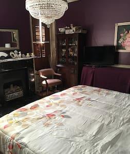 Lovely King Victorian w/priv. bath - Williamsport - Ev