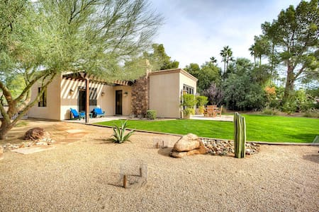 PV Camelback view  luxury house slps 4 heated pool - Paradise Valley - 独立屋