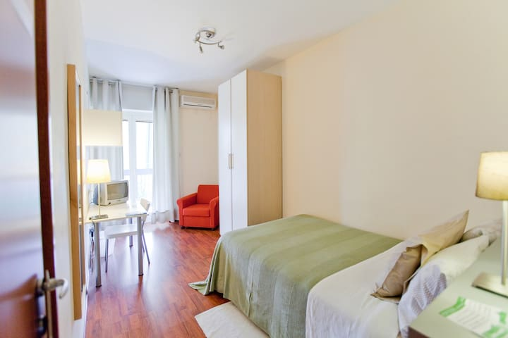 Single Room | Rooms Rent Vesuvio