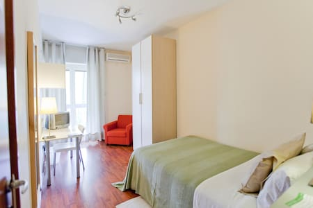 Single Room | Rooms Rent Vesuvio B&B - Naples - Bed & Breakfast