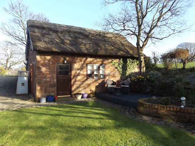 The Hayloft - Thatched cottage, Wirral - Thurstaston - Ev