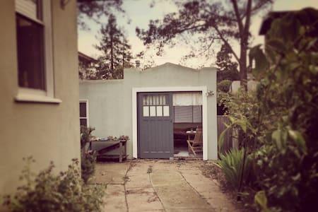 Charming North Berkeley Cottage - Berkeley - Cabin