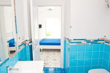 Stanza con bagno terrazzo e cucina esterna - Le Forna - Outros