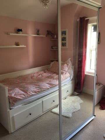 Single Room in Guildford