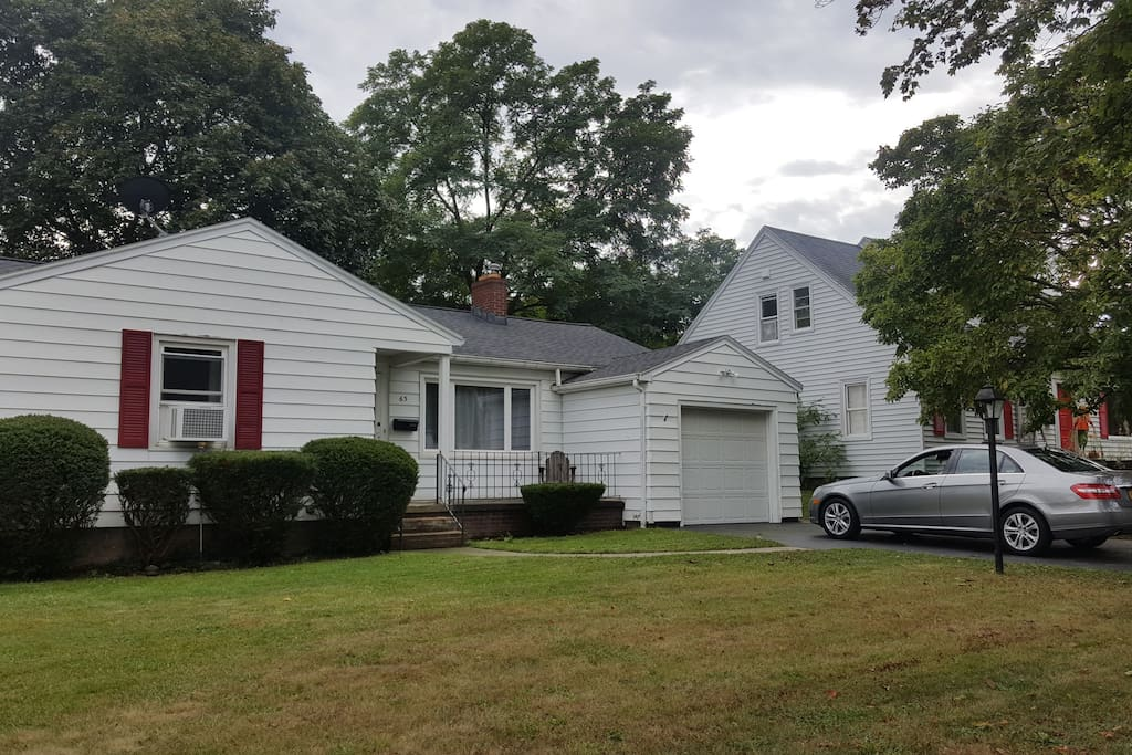 Well maintained ranch in irondequoit houses for rent in for Leather house victor ny