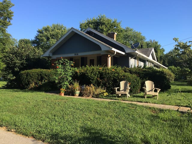 Spacious 5 room suite in sunny 1930's Bungalow. - Bloomington - Casa