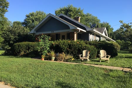 Relaxing Bungalow 9 min from IU, 4 min to Hwy 37 - Bloomington - Maison