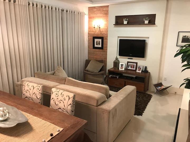Lindo e moderno apartamento na quadra do mar