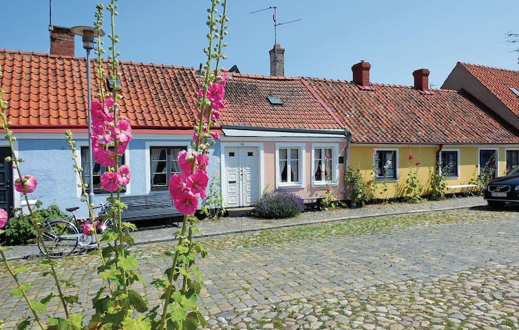 Semi-Detached with 1 bedroom on 32m² in Simrishamn