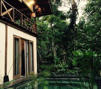 Cool Mountain Home  Madu Puri Villa - Tampaksiring - วิลล่า