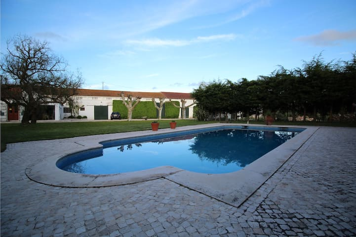 Family cottage with swiming pool - Abrigada