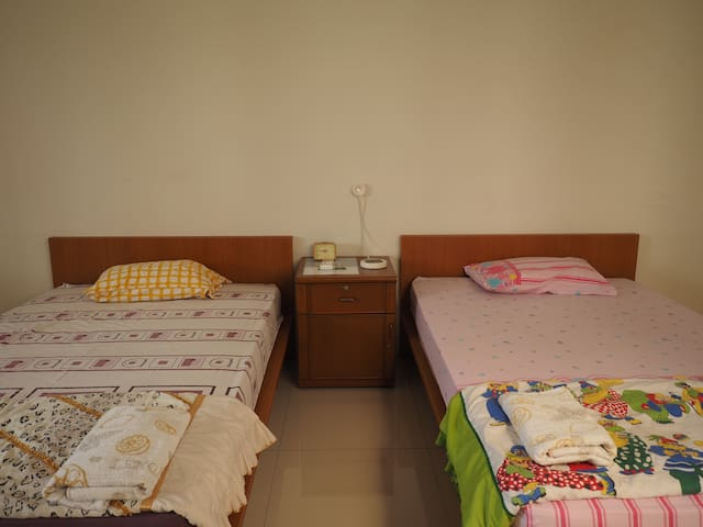 Local family, local experience (SB) - North Jakarta - House