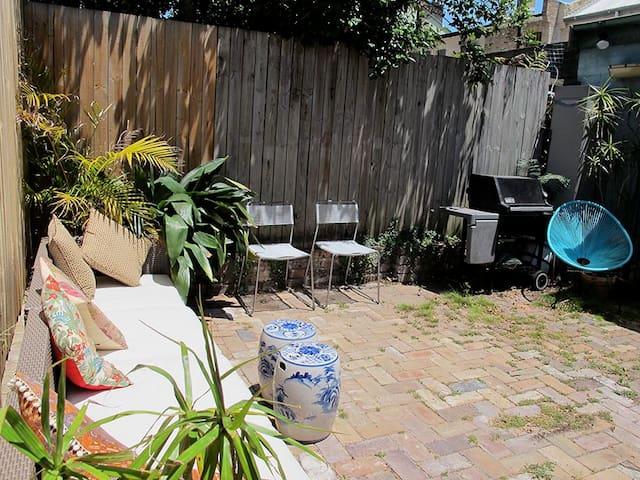 Garden terrace home great location - Redfern - Maison