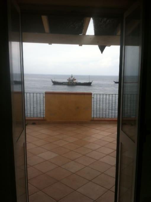 camera con terrazzo privato a strapiombo sul mare