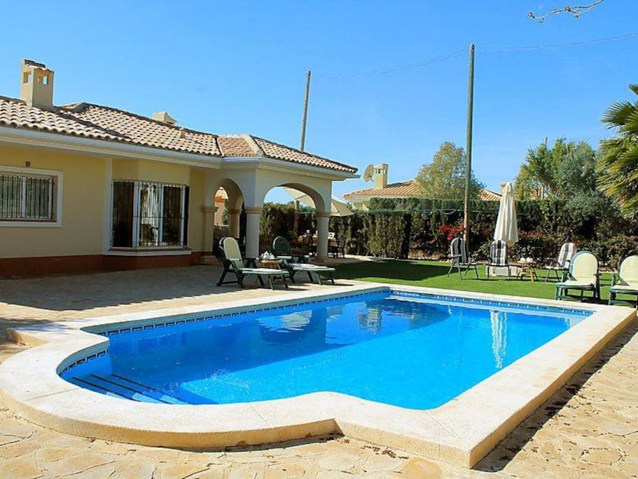 Backside of villa Jacaranda with private pool and 2 terraces: 1 covered terrace & a sunterrace around pool.