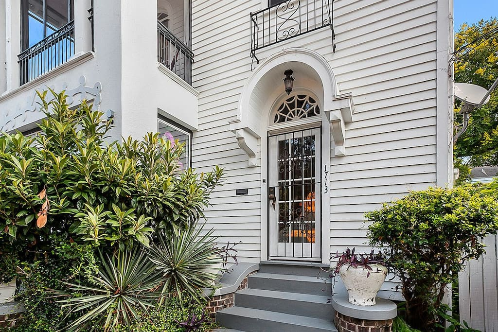 Garden District St Charles Street Car Houses For Rent In New Orleans Louisiana United States