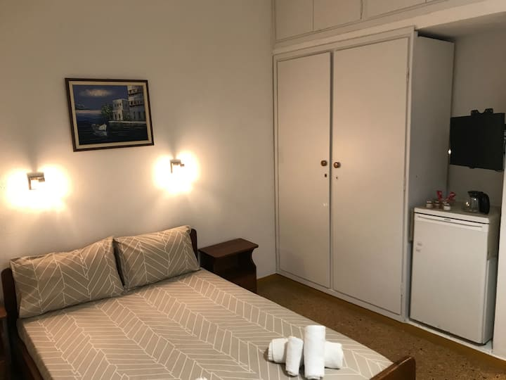 Stylish ensuite room, just a step from the lake