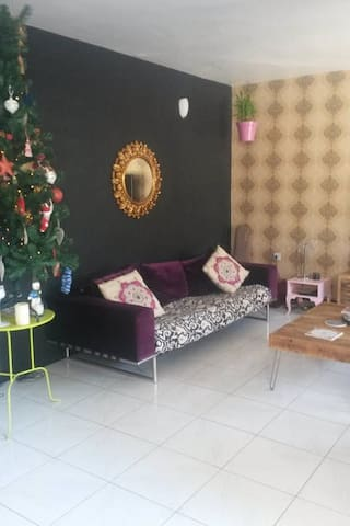 Unique Artistic 3BR Villa + Garden - Dubai - Villa