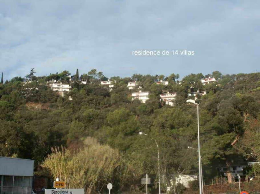 Zone résidentielle de 2 immeubles et de 14 villas jumelles