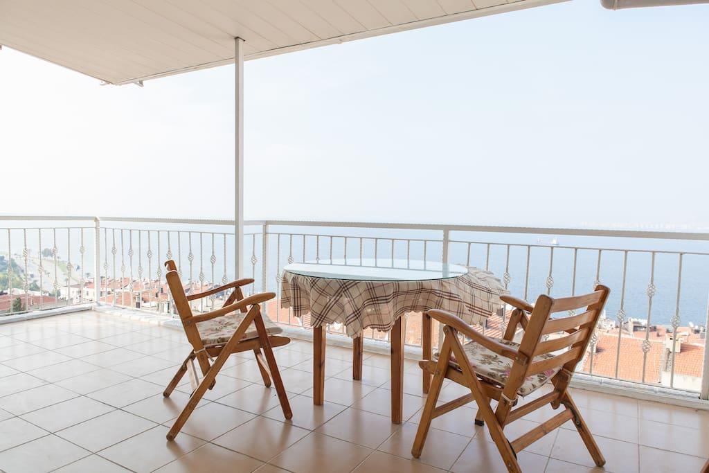 the best sea view in izmir wohnungen zur miete in izmir izmir t rkei. Black Bedroom Furniture Sets. Home Design Ideas