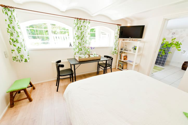 Spacious garden B&B near Amsterdam - Enkhuizen - Bed & Breakfast