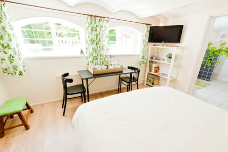 Spacious garden B&B near Amsterdam - Bed & Breakfast