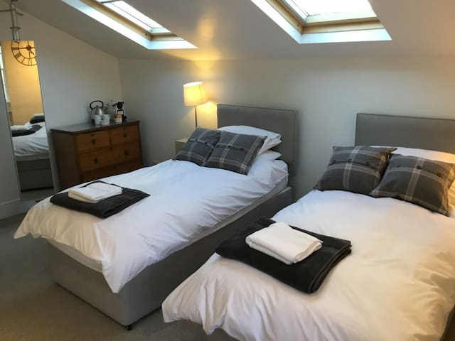 Stylish room in fabulous Bradford on Avon